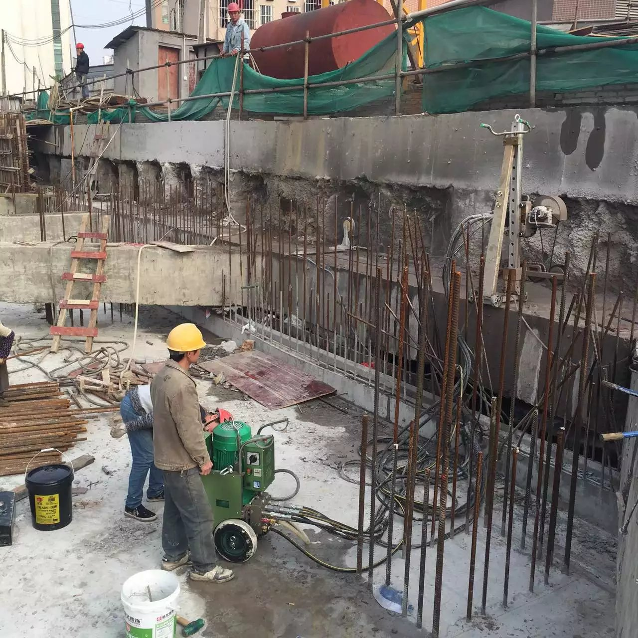 三亚海棠区依法拆除一违建海鲜店